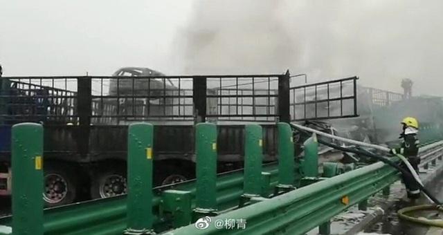 40 phương tiện đâm liên hoàn ở Trung Quốc, 3 người chết - 3
