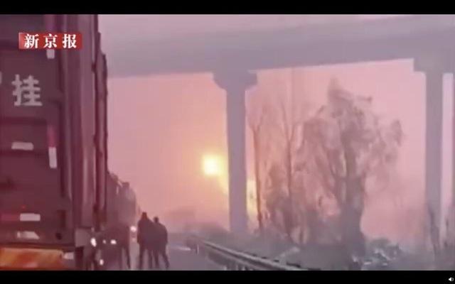 40 phương tiện đâm liên hoàn ở Trung Quốc, 3 người chết - 2