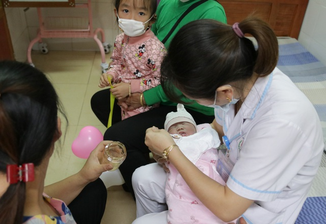 Bệnh viện A Thái Nguyên đón bé sơ sinh thứ 1.000 từ thụ tinh ống nghiệm - 2