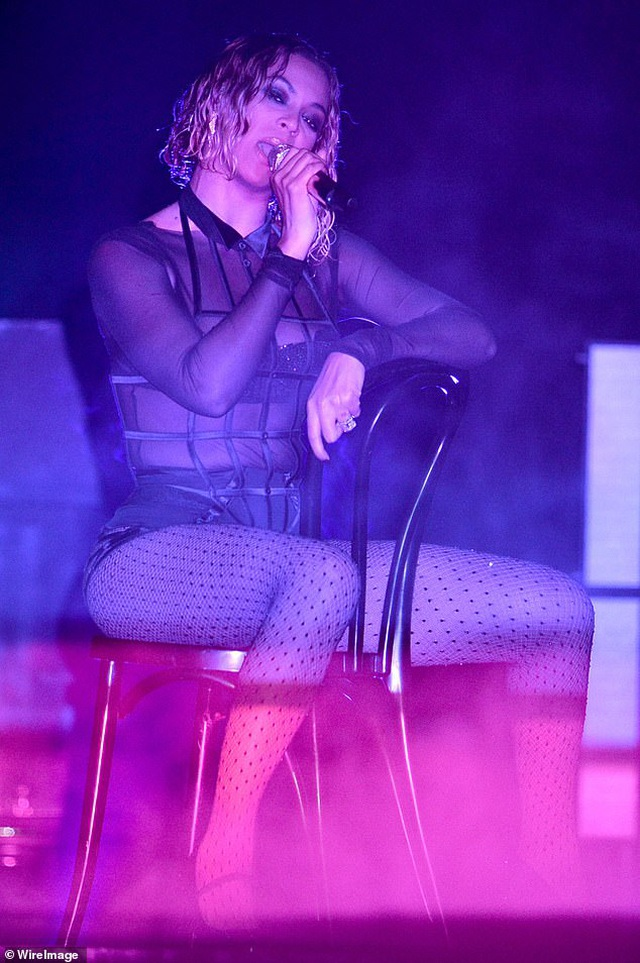 Fans tố Jennifer Lopez bắt chước màn diễn của Beyonce - 6
