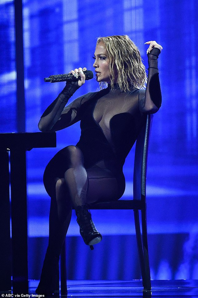 Fans tố Jennifer Lopez bắt chước màn diễn của Beyonce - 7