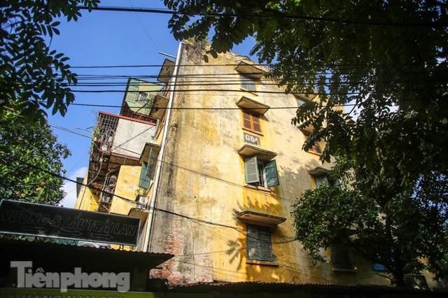 Cận cảnh các chung cư trước nguy cơ đổ sập bất cứ lúc nào ở Hà Nội - 10