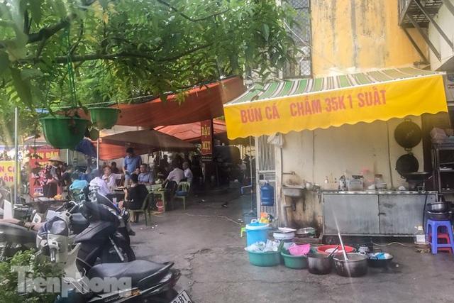 Cận cảnh các chung cư trước nguy cơ đổ sập bất cứ lúc nào ở Hà Nội - 15