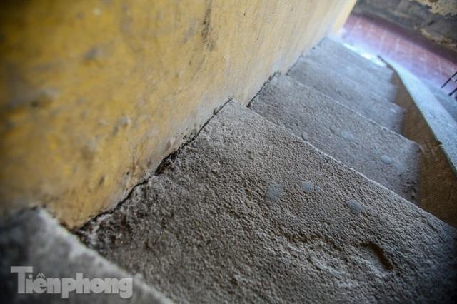 Cận cảnh các chung cư trước nguy cơ đổ sập bất cứ lúc nào ở Hà Nội - 6
