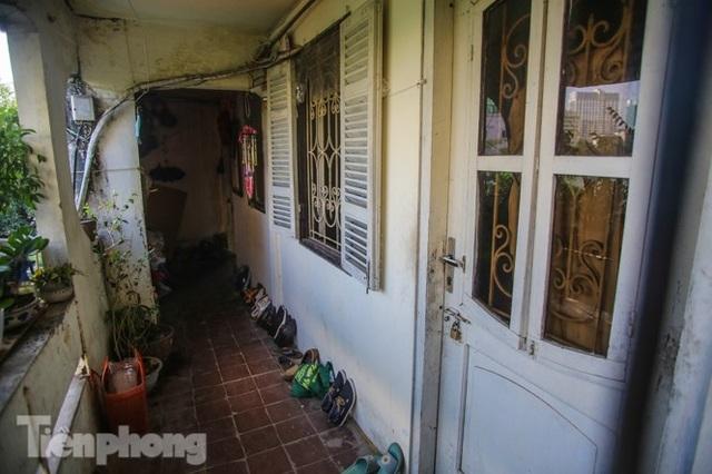 Cận cảnh các chung cư trước nguy cơ đổ sập bất cứ lúc nào ở Hà Nội - 8
