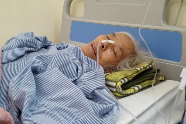 Trên giường bệnh, bà cầu xin sự sống cho cháu trai qua nhiều lần phẫu thuật - 5