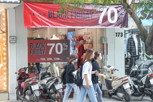 Hà Nội: Các cửa hàng đồng loạt treo biển giảm giá trước ngày Black Friday - 8