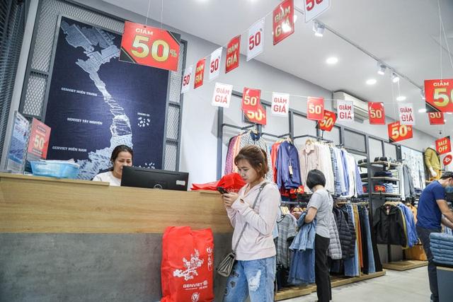 Hà Nội: Các cửa hàng đồng loạt treo biển giảm giá trước ngày Black Friday - 7