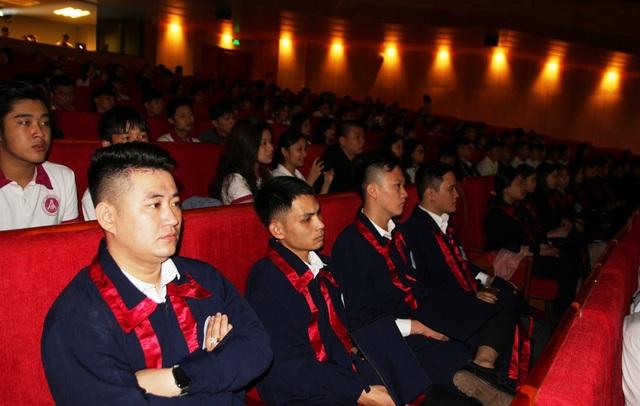 Bộ trưởng Nguyễn Ngọc Thiện đánh trống khai giảng Học viện Âm nhạc Huế - 8