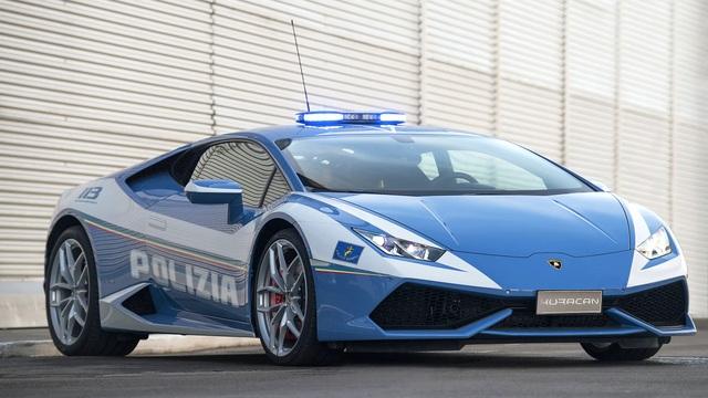 Cảnh sát dùng siêu xe Lamborghini để đưa thận đến cho bệnh nhân cần ghép - 1