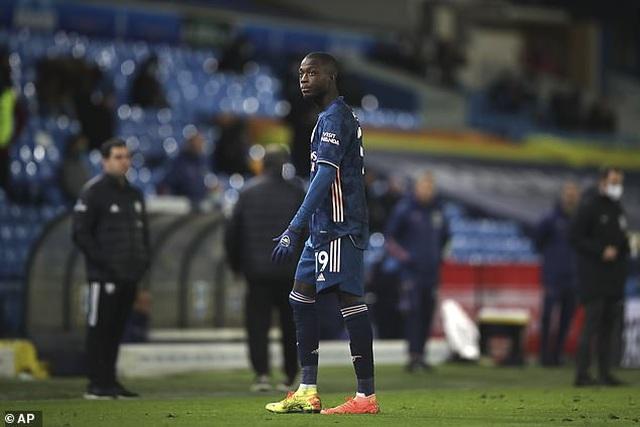 Sao Arsenal xin lỗi người hâm mộ sau khi bắt chước Zidane húc đầu đối thủ - 4