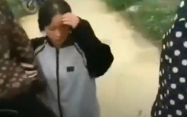 Thêm vụ nữ sinh Thanh Hóa dùng mũ bảo hiểm đánh liên tiếp vào đầu bạn - 2