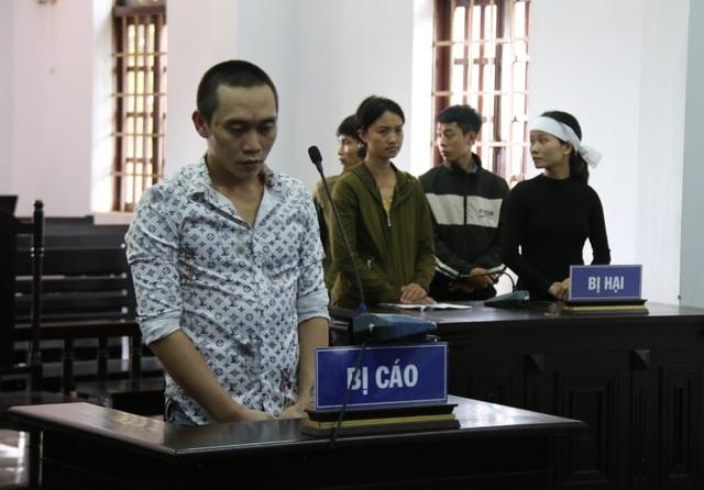 Đối tượng chiếm đoạt tiền của góa phụ Rào Trăng lĩnh 15 năm tù - 3