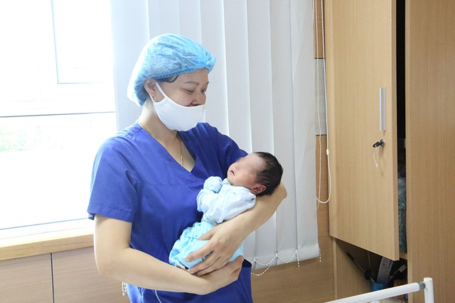 Hơn 10 giờ đồng hồ cứu sống bé sơ sinh ngừng thở trên đường đến viện - 3