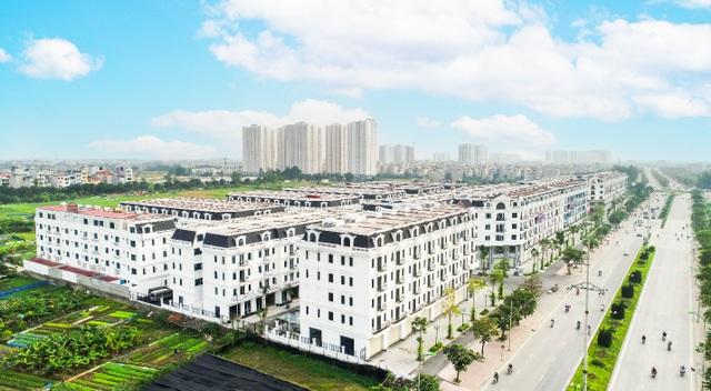 Kiến Hưng Luxury tọa lạc ngay trên mặt đường Phúc La - Văn Phú rộng 60m, ô tô đỗ trước nhà, thuận tiện kinh doanh