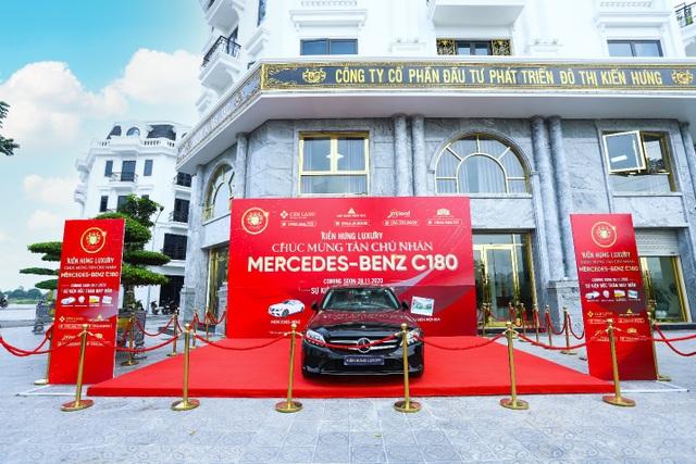 Chủ đầu tư tri ân khách hàng với quà tặng có giá trị lớn, Mercedes C180 trị giá 1,4 tỷ đồng