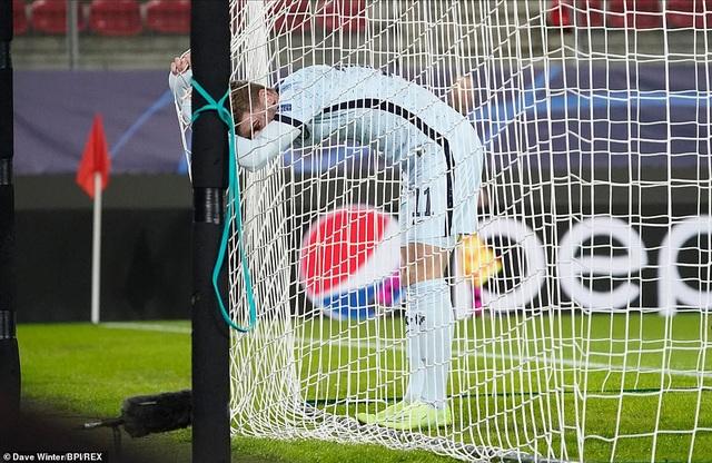 Người thừa vụt sáng phút cuối, Chelsea giành vé đi tiếp ở Champions League - 1