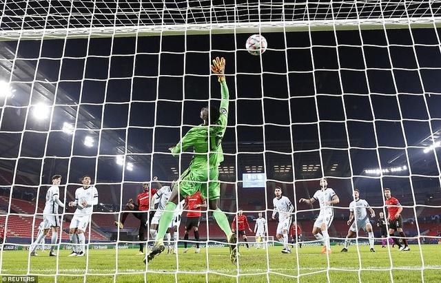 Người thừa vụt sáng phút cuối, Chelsea giành vé đi tiếp ở Champions League - 6