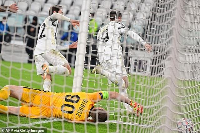 C.Ronaldo ghi bàn, Juventus giành vé đi tiếp ở Champions League - 8