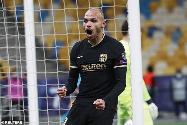 Thắng đậm Dynamo Kiev, Barcelona duy trì mạch toàn thắng - 2