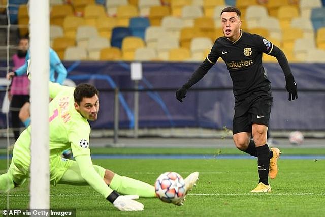 Thắng đậm Dynamo Kiev, Barcelona duy trì mạch toàn thắng - 1