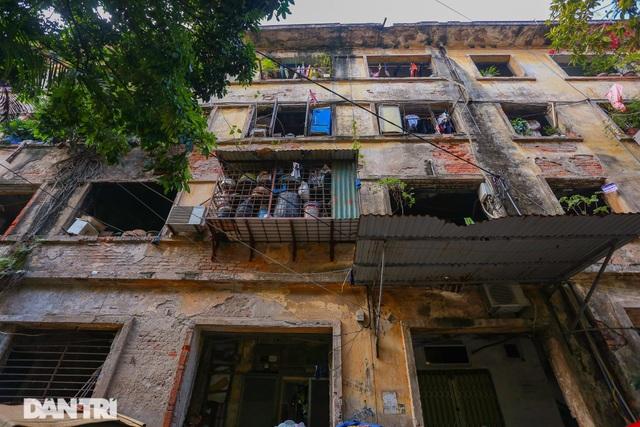 Cảnh sống ám ảnh trong nhà tập thể ổ chuột giữa đất vàng Thủ đô - 1