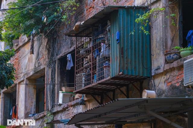 Cảnh sống ám ảnh trong nhà tập thể ổ chuột giữa đất vàng Thủ đô - 4