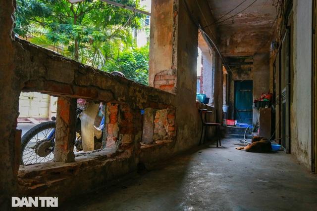 Cảnh sống ám ảnh trong nhà tập thể ổ chuột giữa đất vàng Thủ đô - 5
