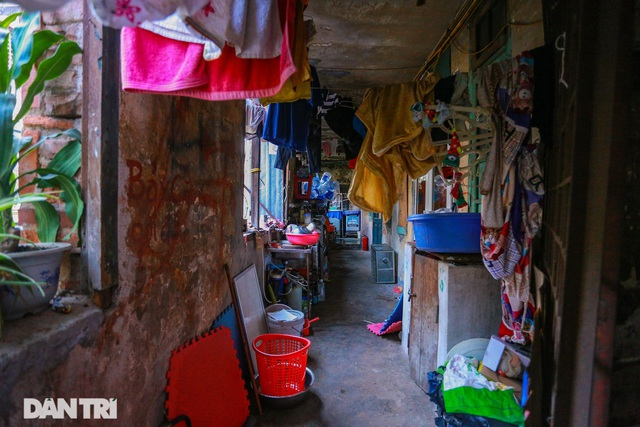 Cảnh sống ám ảnh trong nhà tập thể ổ chuột giữa đất vàng Thủ đô - 9