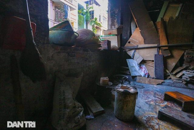 Cảnh sống ám ảnh trong nhà tập thể ổ chuột giữa đất vàng Thủ đô - 10