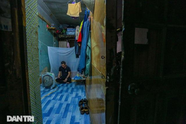 Cảnh sống ám ảnh trong nhà tập thể ổ chuột giữa đất vàng Thủ đô - 12