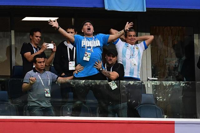 Huyền thoại Maradona qua đời ở tuổi 60 - 2