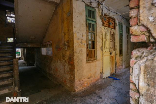 Cảnh sống ám ảnh trong nhà tập thể ổ chuột giữa đất vàng Thủ đô - 8