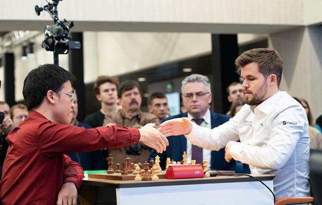 Lê Quang Liêm lần đầu tiên cầm hòa Vua cờ Carlsen - 1