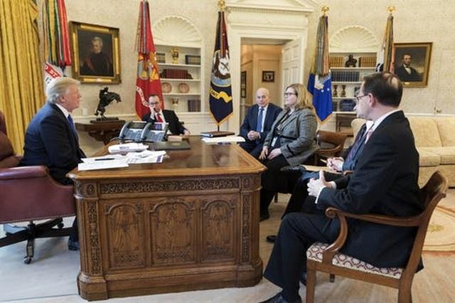 Đằng sau quyết định của chính quyền ông Trump đồng ý chuyển giao quyền lực - 1