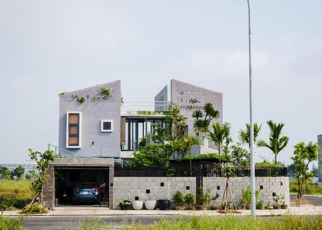 Ngôi nhà có 6 khoảng sân vườn, đẹp như tứ hợp viện ở Đà Nẵng - 2