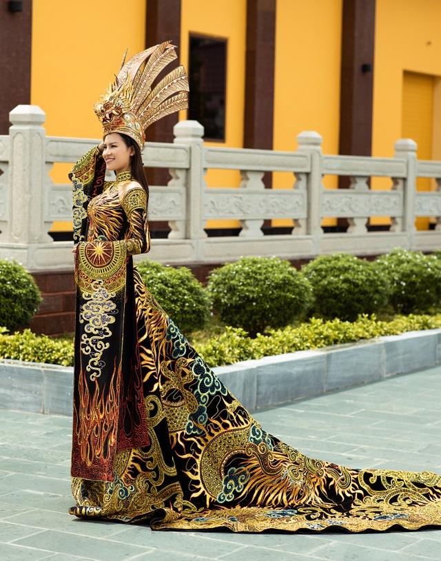 Thái Thị Hoa đạt giải nhất Trang phục Dân tộc tại Hoa hậu Trái Đất - 4