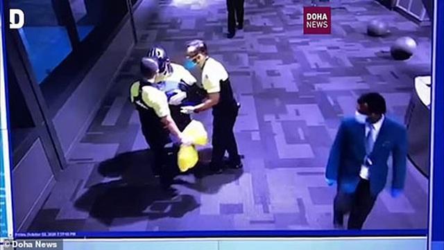 """Vụ """"khám xét khỏa thân"""" tại sân bay: Qatar tìm thấy mẹ bỏ con - 2"""