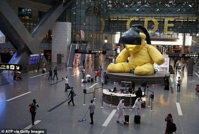 """Vụ """"khám xét khỏa thân"""" tại sân bay: Qatar tìm thấy mẹ bỏ con - 4"""