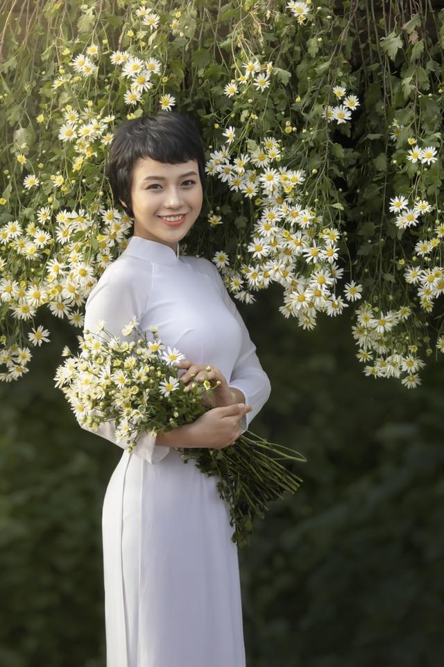 Nữ sinh Ngoại thương chữa khỏi ung thư xuất hiện với vẻ đẹp rạng rỡ - 4