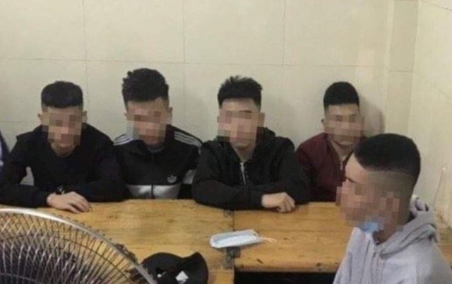 Vụ nhóm thanh thiếu niên vác hung khí trên phố: Truy đuổi nhầm đối thủ - 1