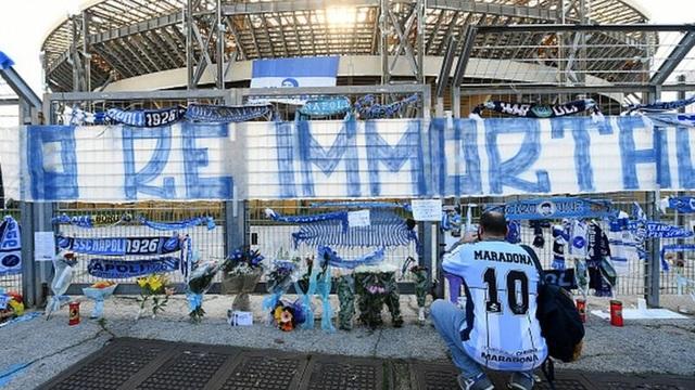 Người dân Argentina buồn vô hạn trong lễ viếng Maradona - 12