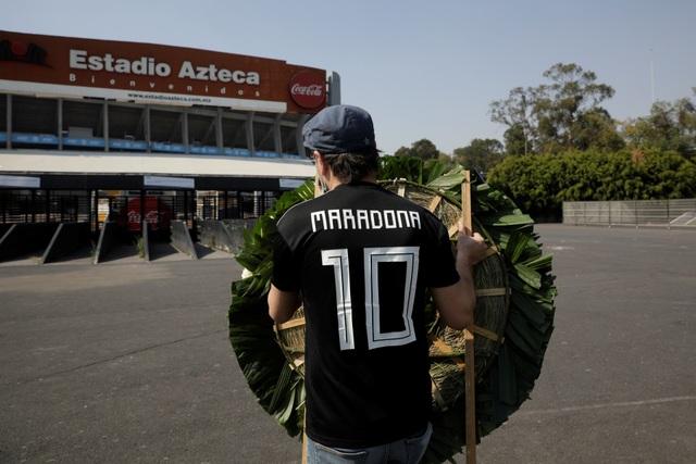 Người hâm mộ thế giới khóc thương tiễn biệt Maradona - 5