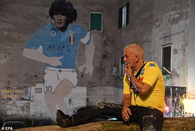 Người hâm mộ thế giới khóc thương tiễn biệt Maradona - 10