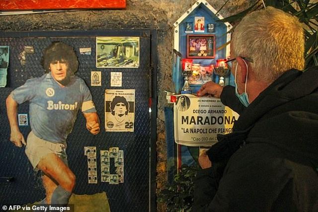 Người hâm mộ thế giới khóc thương tiễn biệt Maradona - 9