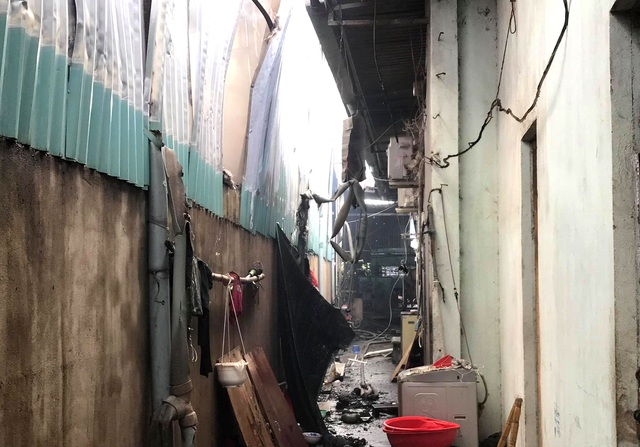 Cháy lớn tại cơ sở làm ván ép, gần 1.000m2 nhà xưởng đổ sập - 4