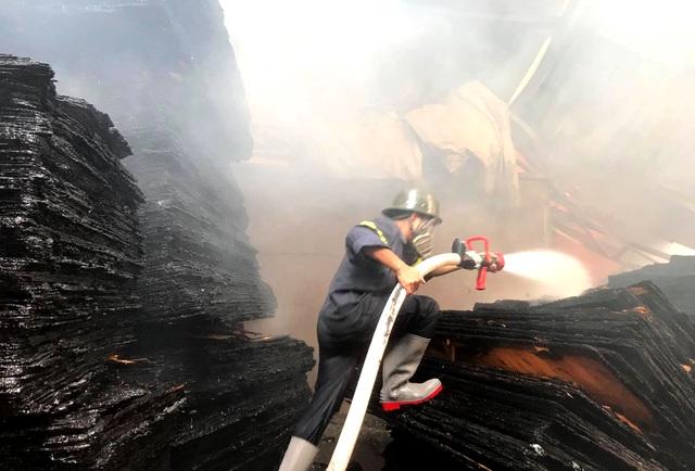 Cháy lớn tại cơ sở làm ván ép, gần 1.000m2 nhà xưởng đổ sập - 3