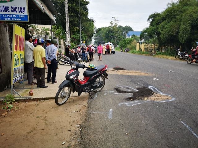 2 nữ sinh bị xe tải cán chết trên đường đến trường - 1