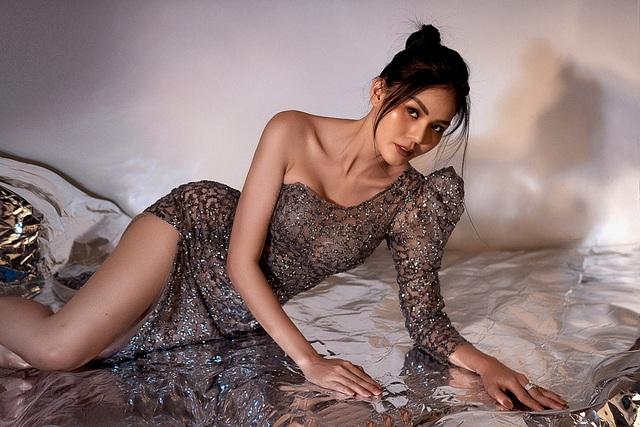 Hoa hậu Kim Nguyên khoe dáng gợi cảm - 2