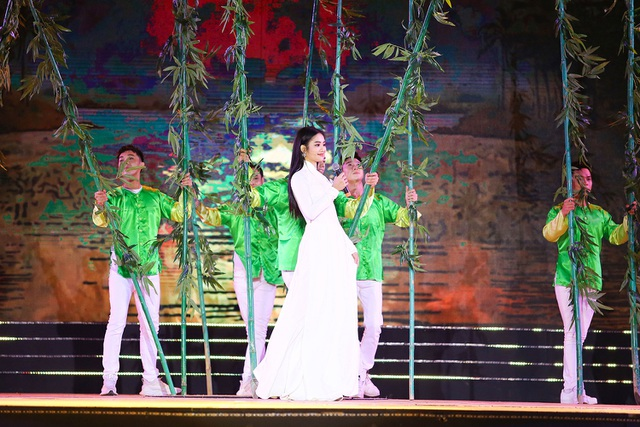 Sau tuyên bố giải nghệ, Tuấn Hưng lần đầu diễn tại Bán kết Hoa khôi Du lịch - 10